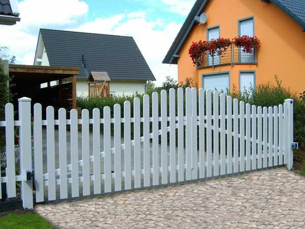 Zaun und garten der kunststoffzaun nicht nur in wei - Gartentor selbstbau ...