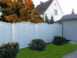 Sichtschutz von Zaun und Garten